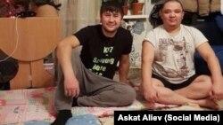 Искендер Жолборсов жана Муратбек Маматалиев.