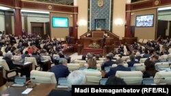 Қазақстан парламенті палаталарының біріккен отырысы.