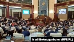 Қазақстан парламенті. (Көрнекі сурет)