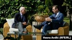 Razgovor o regionu, bilaterlanim odnosima i globalnim tokovima: Mekejn i Vučić