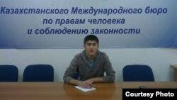 Тараз қаласындағы «Білім» колледжі құқықтану бөлімінің 1-курс студенті Эмран Нажибов.