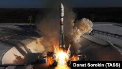"""Во время запуска ракеты-носителя """"Союз-2.1а"""" на космодроме Восточный (архивное фото)"""