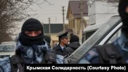 Російські силовики під час обшуків в анексованому Криму, 27 березня 2019 року
