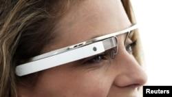 نمونه ای از عینک گوگل