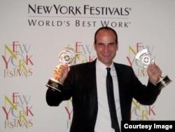 فرشید منافی به خاطر گویندگی و اجرای رادیوپسفردا در فستیوال جهانی نیویورک برنده ۲ جایزه شد.