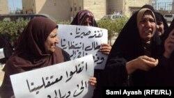 نسوة في ديالى يعتصمن أمام مبنى المحافظة