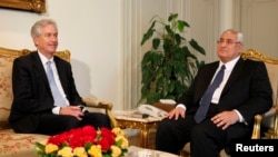 Interim Egyptian President Adli Mansour (right) met with U.S. Deputy Secretary of State William Burns at El-Thadiya presidential palace in Cairo on July 15.