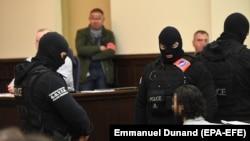 Едно од рочиштата во Белгија на кое е прикажан осудениот Салах Абдесалам со замаглено лице
