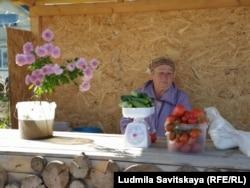 Нина Михайлова за прилавком