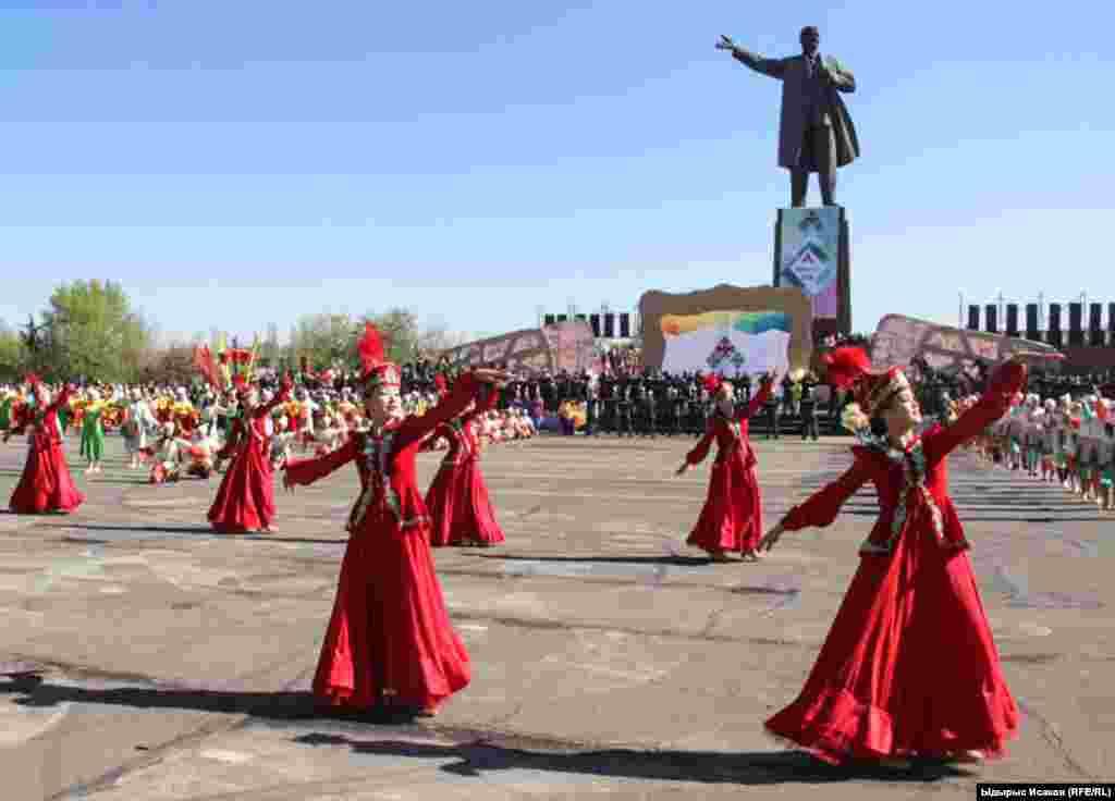 Национальные танцы в Оше.