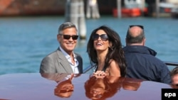Жорж Клуни ва рафиқаси Амал Аламуддин.