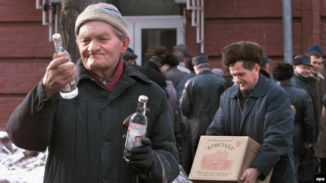 The WHO says that 1-in-5 Russian men will die due to alcohol abuse. (file photo)