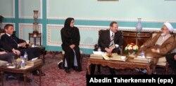 دیدار هیئت اتریشی با مهدی کروبی در سال ۸۳. هایدر در سمت چپ تصویر حضور دارد.