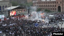Gas balloons blew up during a Republican Party eleciton rally in Yerevan's Republic Square on May 4.
