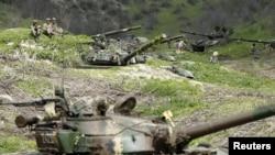 ԼՂ ՊԲ զինծառայողները Մատաղիսի մոտ, 6-ը ապրիլի, 2016թ․