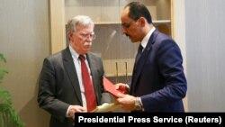 АКШ президентинин улуттук коопсуздук боюнча кеңешчиси Жон Болтон менен президент Эрдогандын башкы кеңешчиси Ибрагим Калин. 8-январь, 2019-жыл.