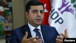 صلاحالدین دمیرتاش، از رهبران حزب دموکراتیک خلقهای ترکیه.