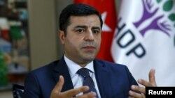Лидер Народной демократической партии Турции Селахаттин Демирташ.