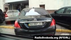 Автомобіль батька президента України – Олексія Порошенка