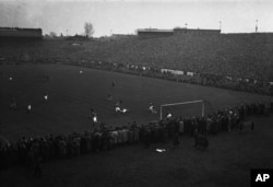 Dynamo Moscow players (in dark) attack the Chelsea goal during the match at Stamford Bridge, London, on November 13, 1945.