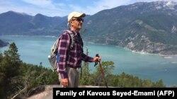 کاووس سیدامامی، استاد دانشگاه و از فعالان محیط زیست ایران، دو هفته پس از بازداشت در زندان جان باخت