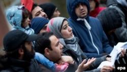 Черга з біженців до Офісу з питань охорони здоров'я і соціальних справ у Берліні, грудень 2015 року