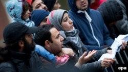 Migrants stand in line for support services at government offices in Berlin (file photo).
