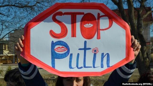 Участница акции против вмешательства России в дела Украины. Симферополь, 3 марта