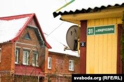 Шыльда на доме на вуліцы Кандрусевіча