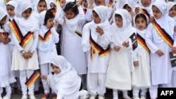 Almaniyanın balaca müsəlman qızları Hanau məscidinin açılışında. 2015-ci il