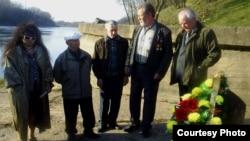 Жалобная акцыя ў Віцебску 26 красавіка 2009г. Другі справа - Анатоль Гнеўка (ахіўнае фота)