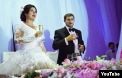 Ilan Shor with his wife Jasmine at their wedding in 2011