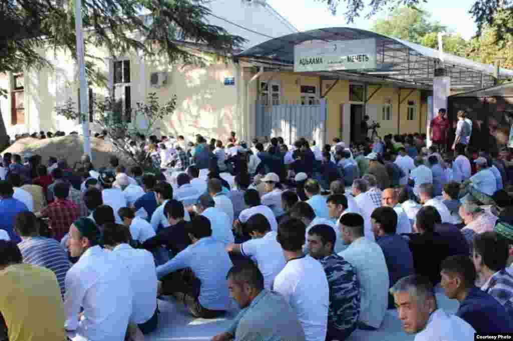 Встреча в мечети на Курбан-байрам, Грузия, Сухуми