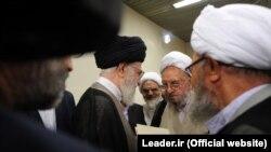 ابراهیم امینی (دومین نفر از راست) در دیدار با علی خامنهای، رهبر جمهوری اسلامی