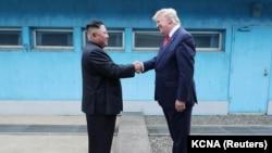 سومین دیدار آقایان ترامپ و کیم در منطقه حائل نظامی بین دو کره انجام شد