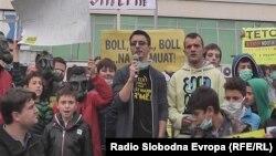 Архива: Протест против загадувањето на воздухот во Тетово. Аријанит Џафери од Еко Герила.