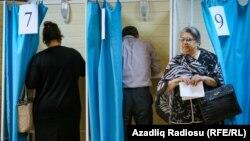 Голосование на референдуме в Баку