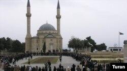 Насреддин окончил медресе, однако его высказывания о шариате содержат острую критику