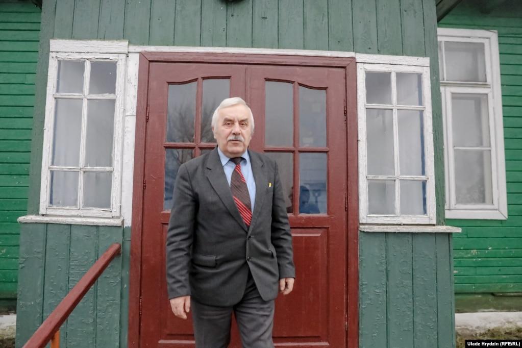 Дырэктар Амелянецкай школы Мікалай Кендысь адмовіўся размаўляць пра лёс навучальнай установы