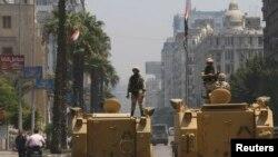 Солдаты в центре Каира, 16 августа 2013 г.