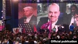 Shqipëri...