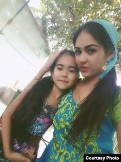 Парвина Саидова с дочерью