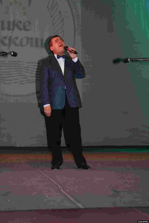 Иң зур алкышларга Русиянең атказанган, Башкортстан һәм Татарстанның халык җырчысы Идрис Газиев лаек булды