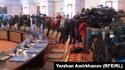 Журналисты перед началом переговоров по урегулированию сирийского кризиса в отеле Rixos. Астана, 23 января 2017 года.