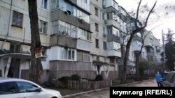 Привычный вид севастопольской «хрущевки»