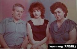 Наріман Маметов з дружиною і дочкою