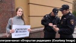 Одиночный пикет в поддержку студента ВШЭ Егора Жукова