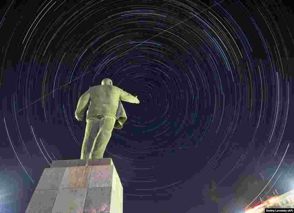 Помнік Леніну на касмадроме Байканур у Казахстане.AP Photo/Dmitri Lovetsky
