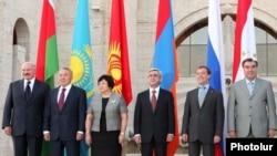 The leaders of Belarus, Kazakhstan, Kyrgyzstan, Armenia, Russia, and Tajikistan pose for a group photo in Yerevan.