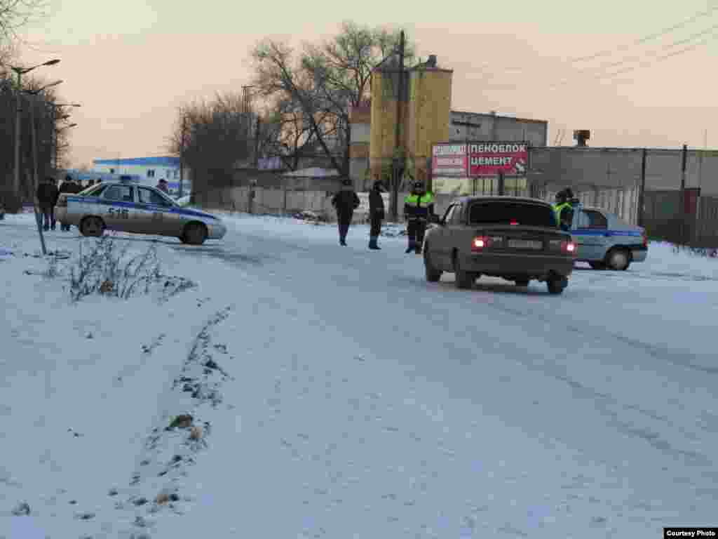 Police cordon off the area around the Kopeysk prison after the rebellion by inmates broke out on November 24.